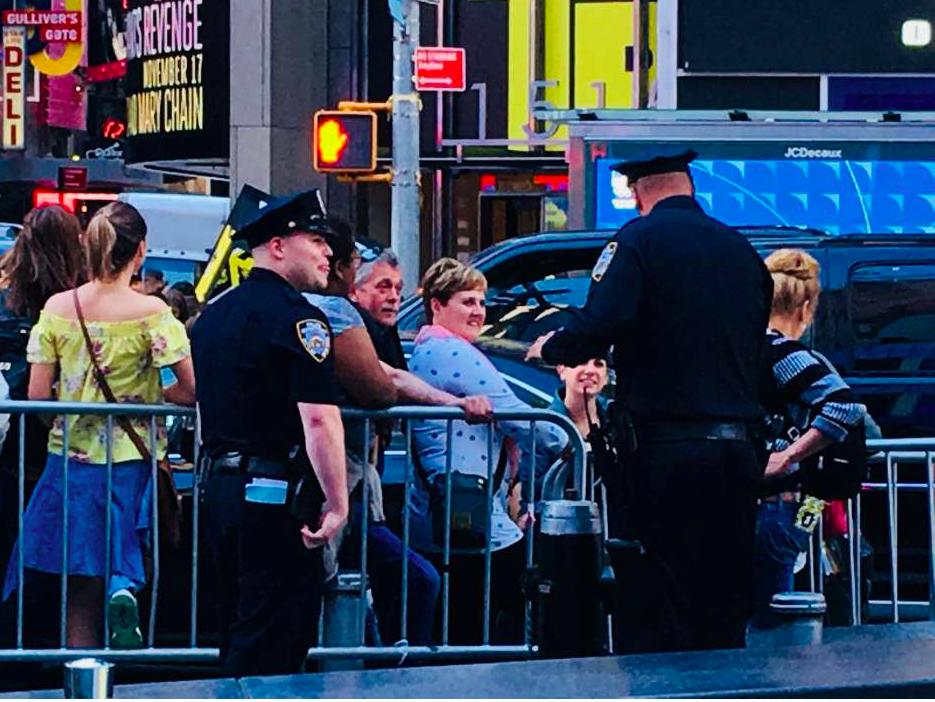 Casi 300 policías adicionales patrullarán las calles más peligrosas de NYC esteverano