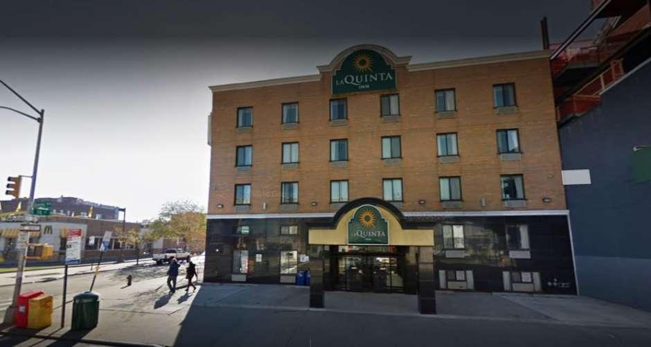 Camareras encuentran huésped degollado en hotel de Queens