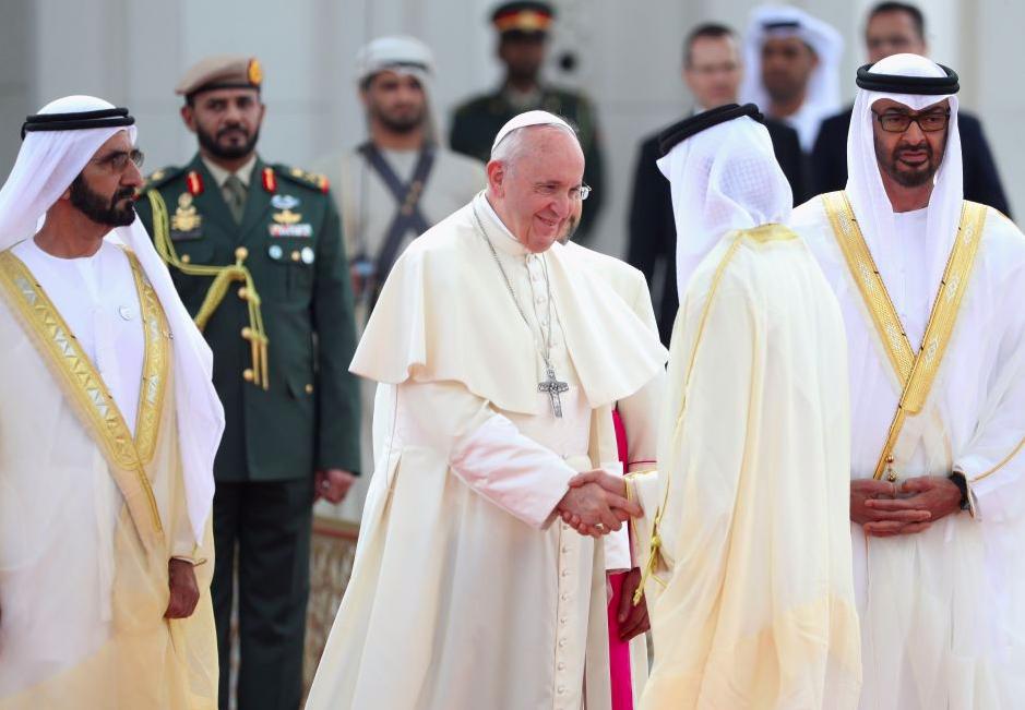 El papa Francisco se reúne con los gobernantes de Emiratos Árabes Unidos y condena violencia religiosa